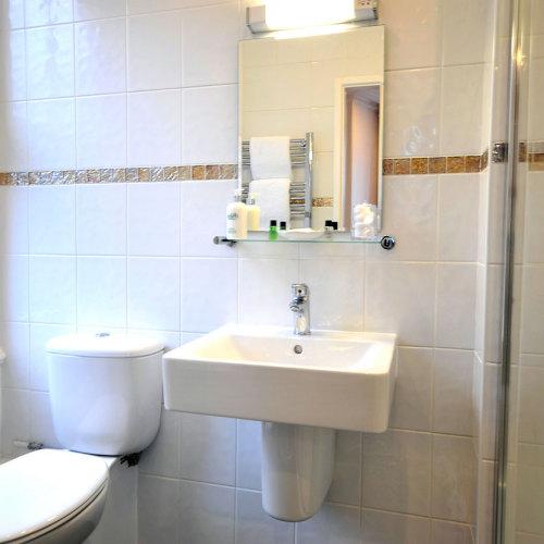 Windermere guest house bathroom